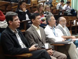 Professores durante reunião da TeleGero. Da esquerda para a direita: Antonio Carlos Pereira Barretto Filho, Chao Lung Wen e Wilson Jacob Filho